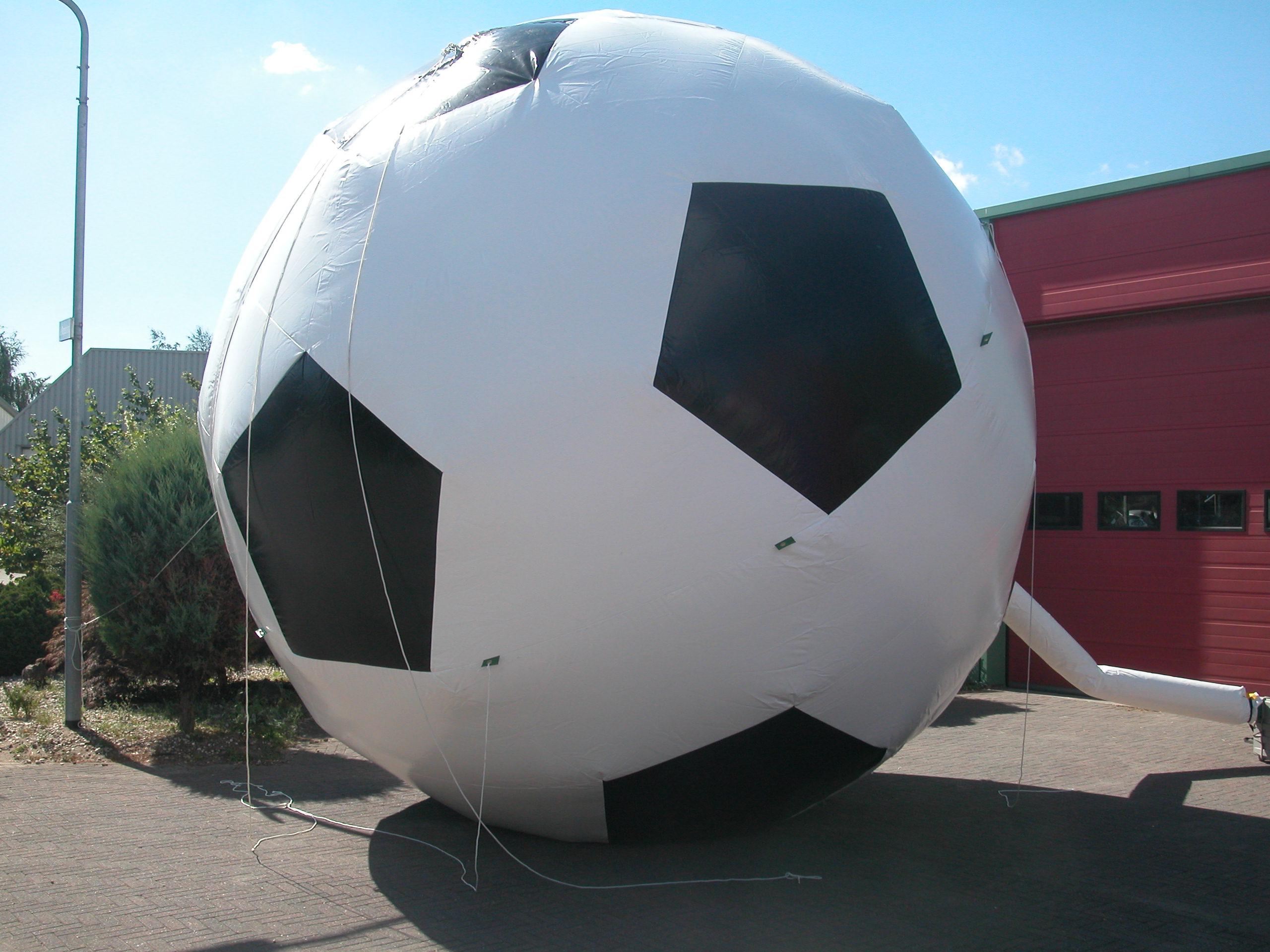 AT-27-Voetbal-doorsnede-5m-voor-opening-etc.-excl-ballonnen